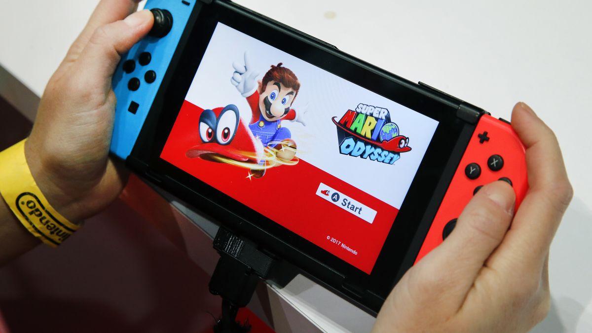 کنسول بازی nintendo switch در دست کاربران